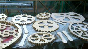 Огромные шестеренки из фанеры для декоративного механизма